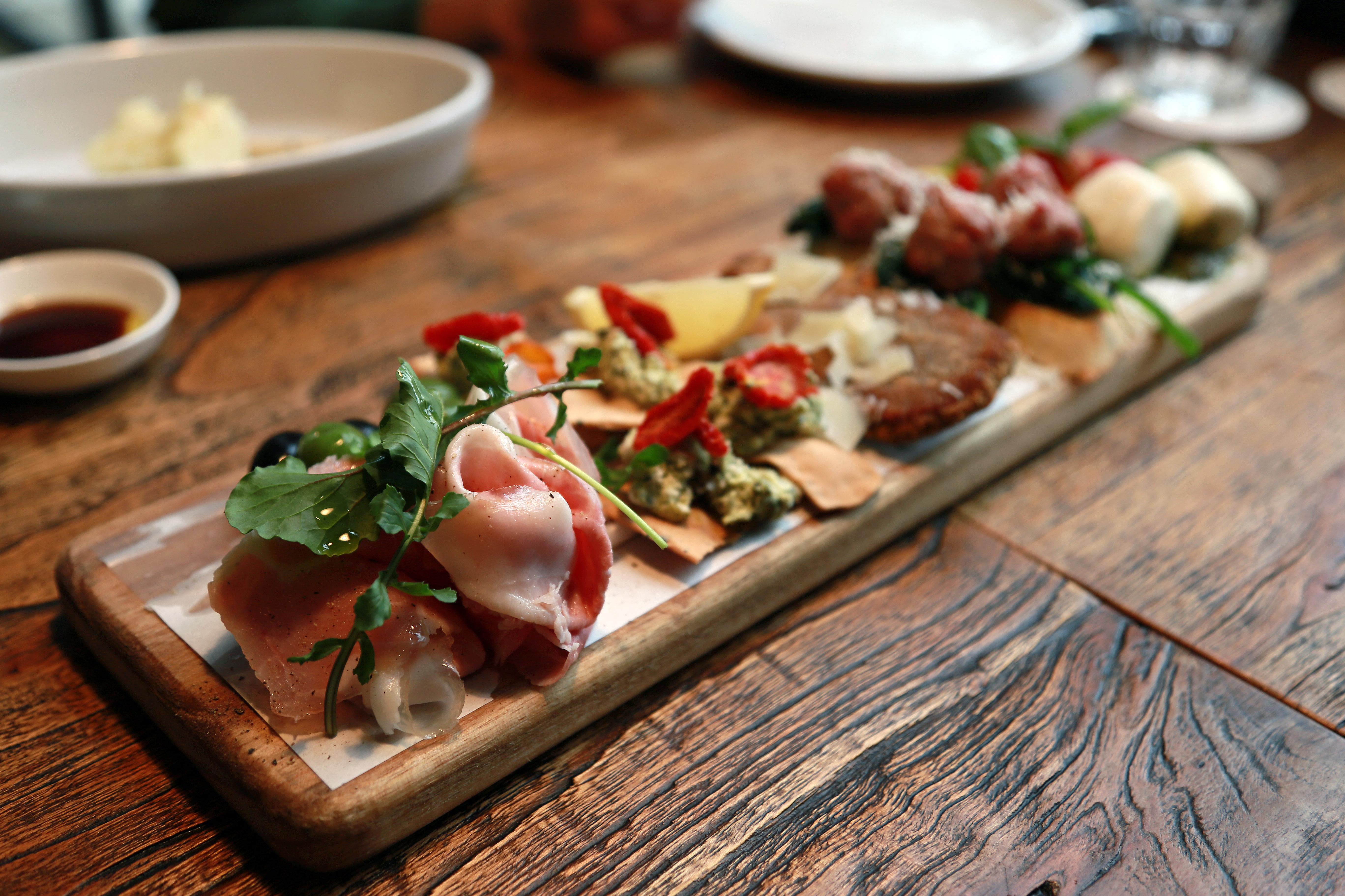 Comida mucha comida iv n korea diversi n for Restaurantes de comida italiana
